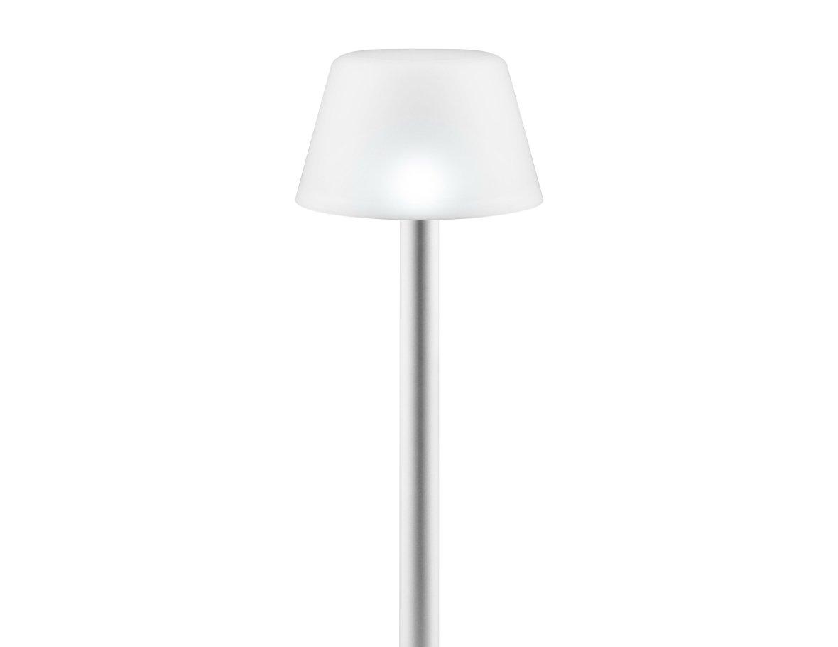 Lamp op zonne-energie voor in het gras