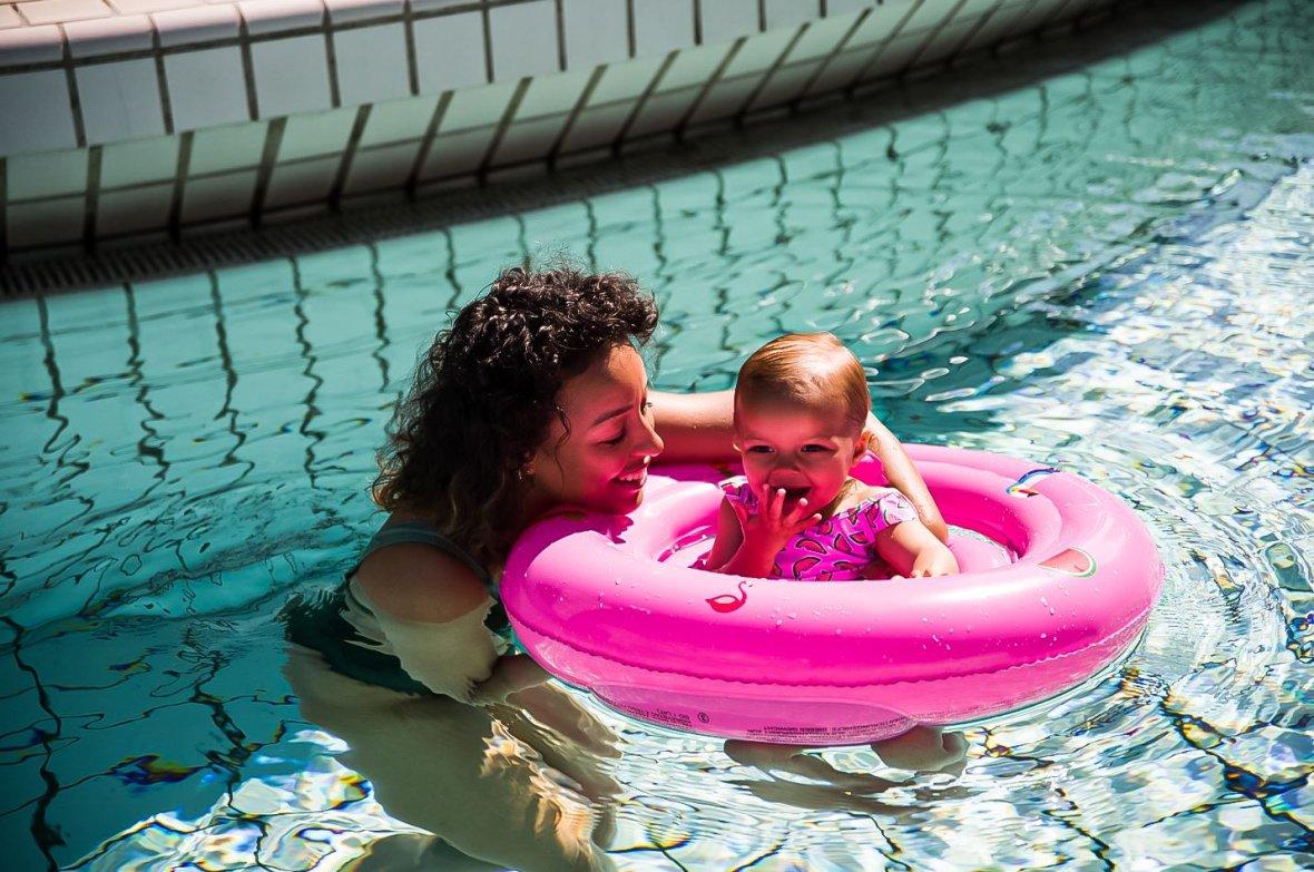 Baby zwemzitje roze met figuurtjes