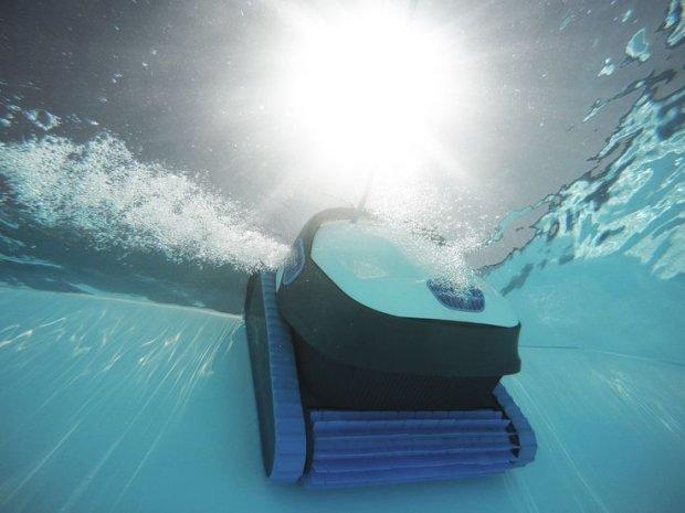 vergelijking zwembadrobot dolphin s200 en s300i smart. Black Bedroom Furniture Sets. Home Design Ideas